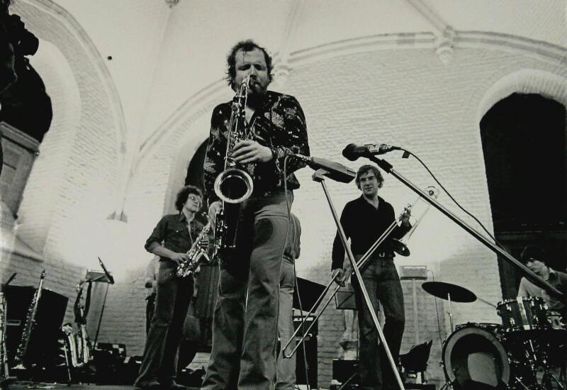 Willem Breuker at the Vleeshal in Middelburg, 1980. foto: Jaap Wolterbeek, Zeeuwse Bibliotheek, Beeldbank Zeeland, recordnr. 13805